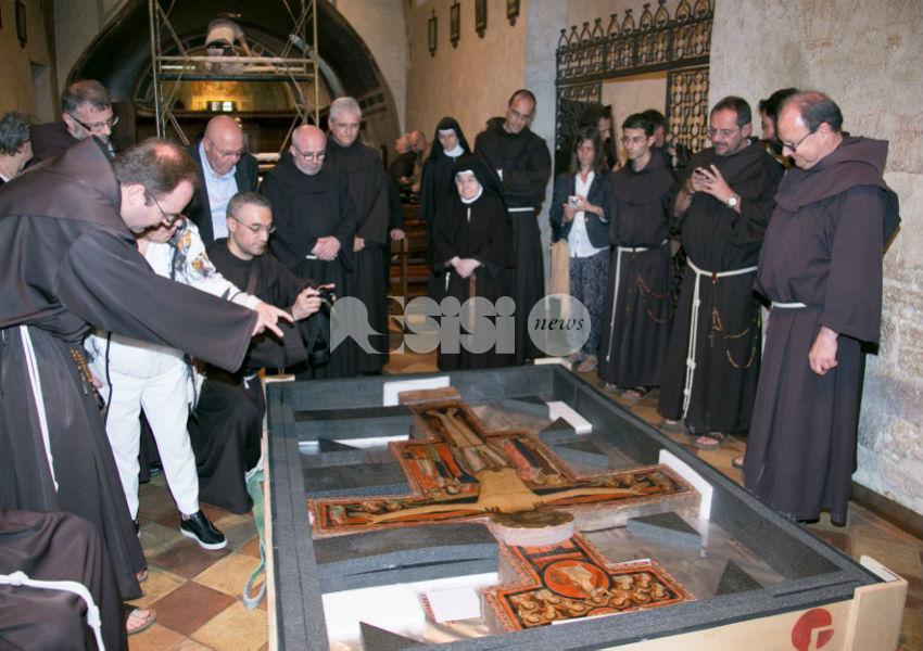 Il crocifisso di San Damiano torna (temporaneamente) a 'casa': le foto