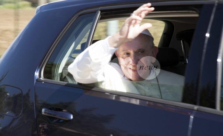 Ad Assisi il Papa pranza con i capi religiosi, ma anche con alcuni rifugiati accolti dalla Comunità di Sant'Egidio