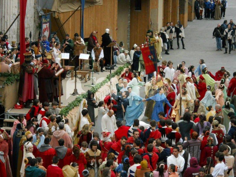 Calendimaggio di Assisi:  le dieci domande degli Amici della Festa