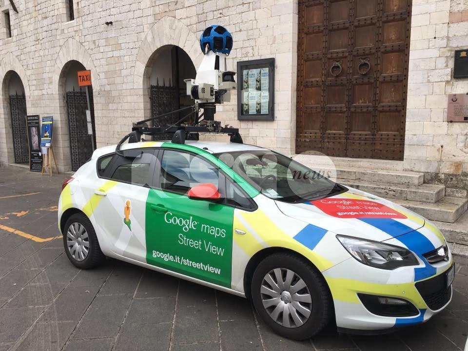 La Google Car di nuovo ad Assisi: lo scatto del sindaco Stefania Proietti