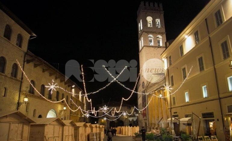 Assisi si prepara al Natale: luci accese e mercatini in preparazione
