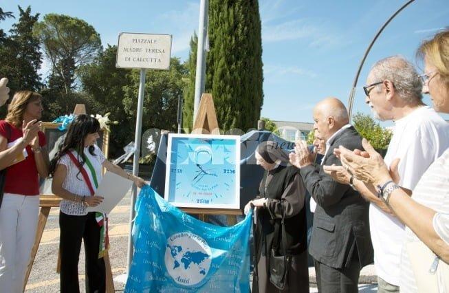 Madre Teresa proclamata Santa: le foto della commemorazione ad Assisi