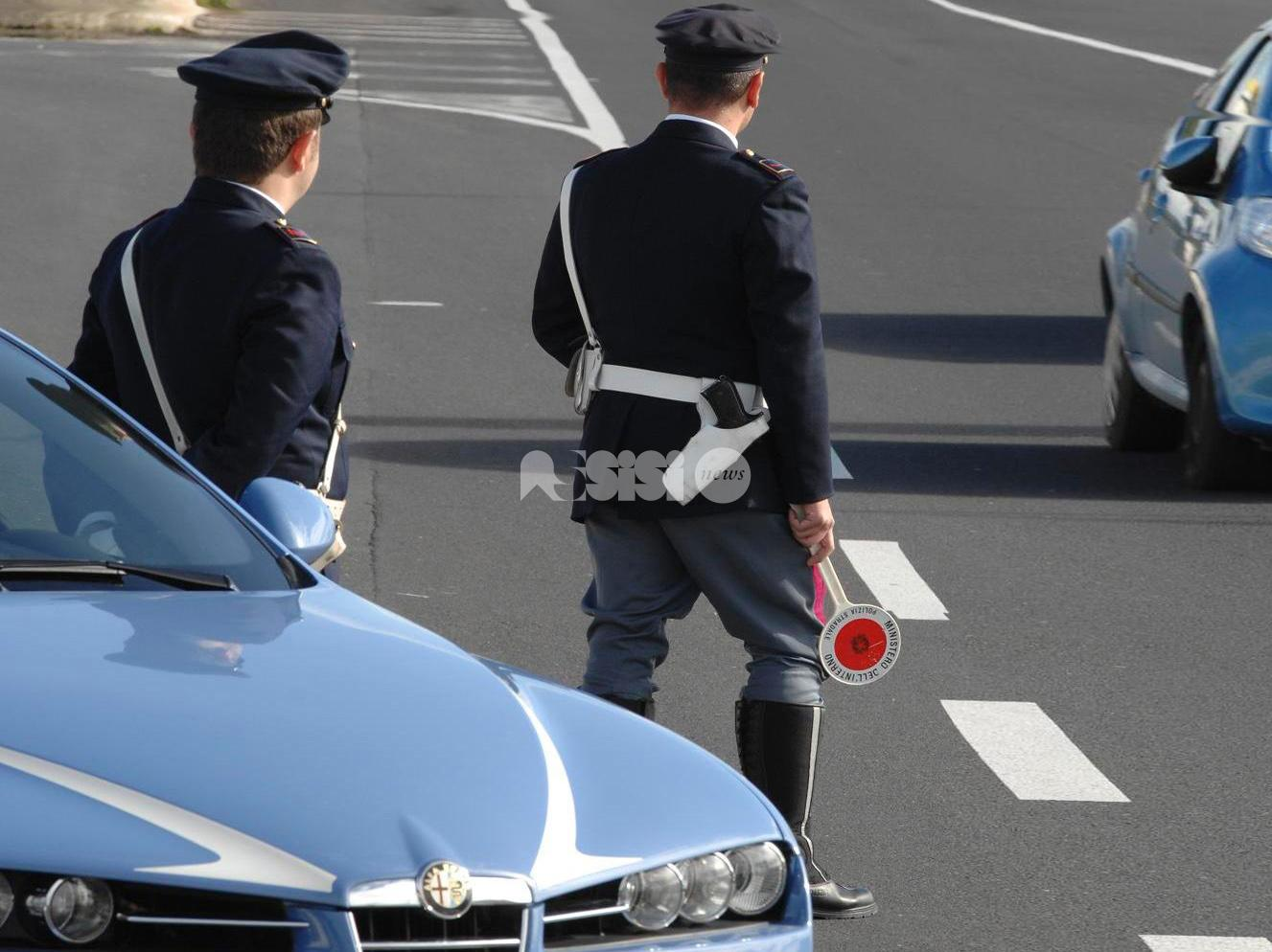 Due poliziotti della stradale di Perugia salvano donna da sotto alle macerie