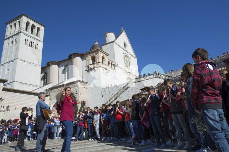 Istituto Comprensivo Assisi 1, alunni protagonisti al corteo del 4 ottobre