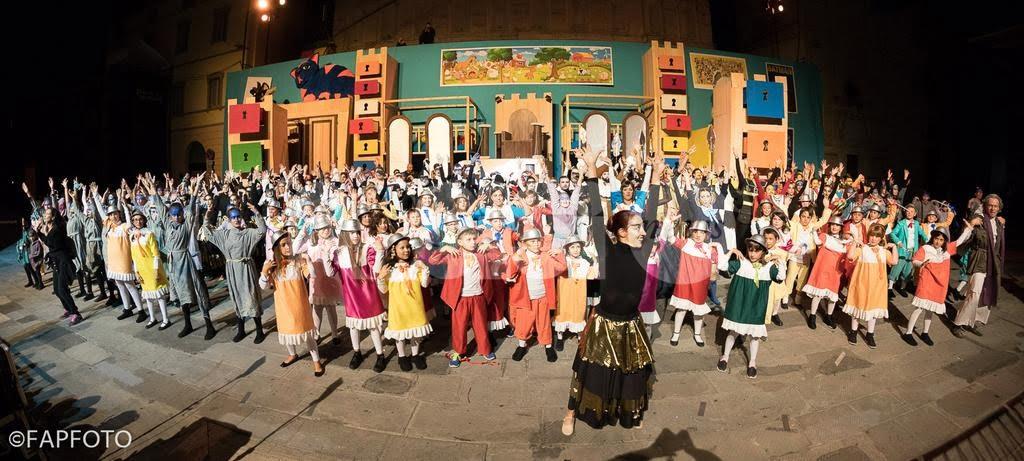 Bastia Umbra, il Rione Portella apre le sfilate del Palio de San Michele 2016