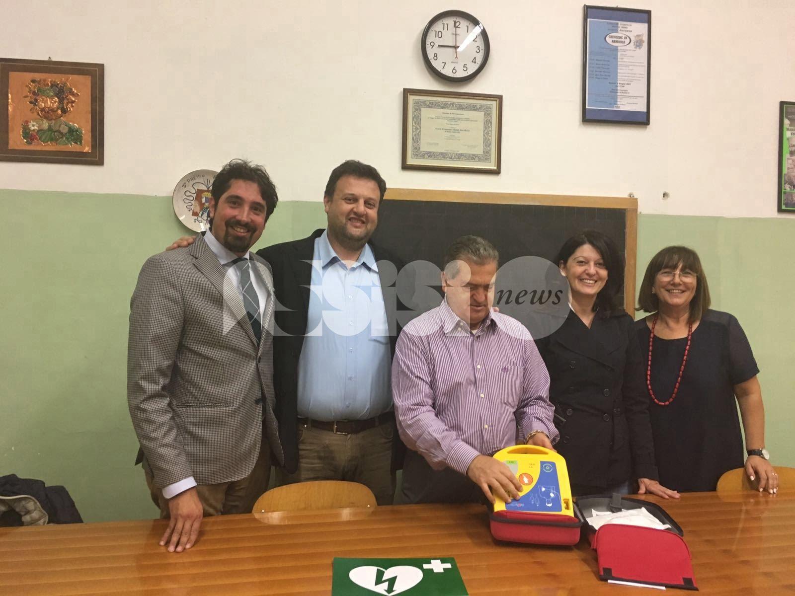 Defibrillatori, il Comune di Bastia Umbra li consegna a impianti sportivi e scuole