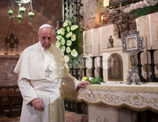 Papa Francesco, viaggio storico negli Emirati 800 anni dopo il Poverello d'Assisi