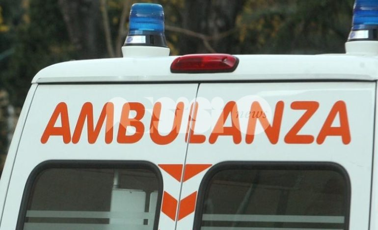 Cancello cade addosso a una donna: ricoverata in ospedale a Perugia