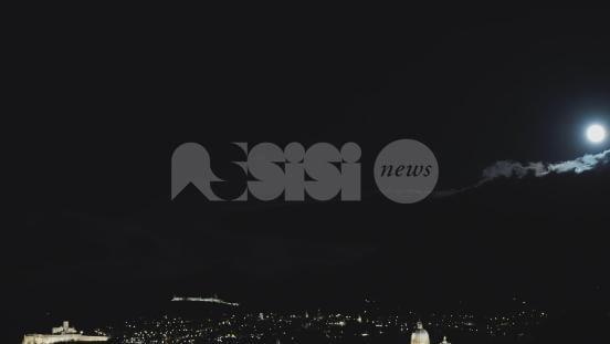 Assisi Supermoon: il video di Mario Mele con la super luna