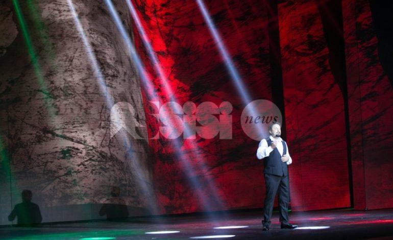 Enrico Brignano ad Assisi: successo per Enricomincio da me al Lyrick
