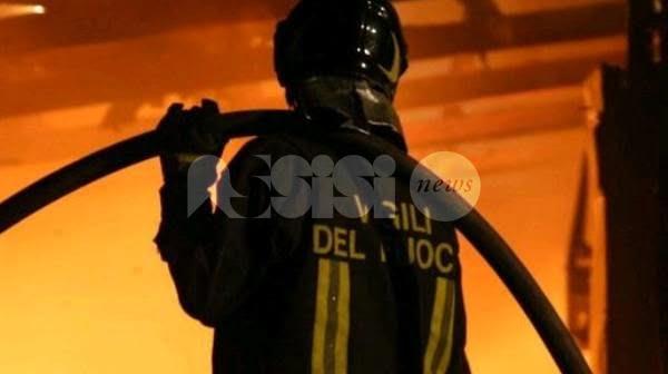 Incendio a Bastia Umbra: vigili del fuoco Assisi salvano una giovane