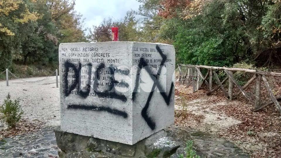 Bettona, imbrattato il Monumento alla Resistenza: la denuncia dell'Anpi