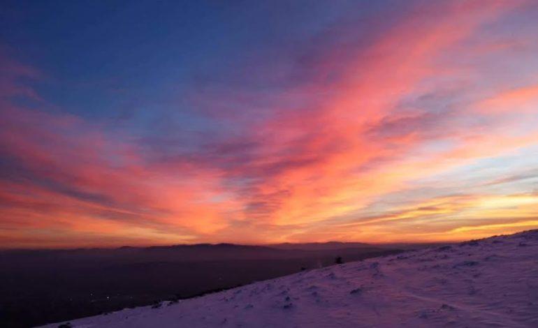 Assisi, tramonto con neve dal Monte Subasio: le foto