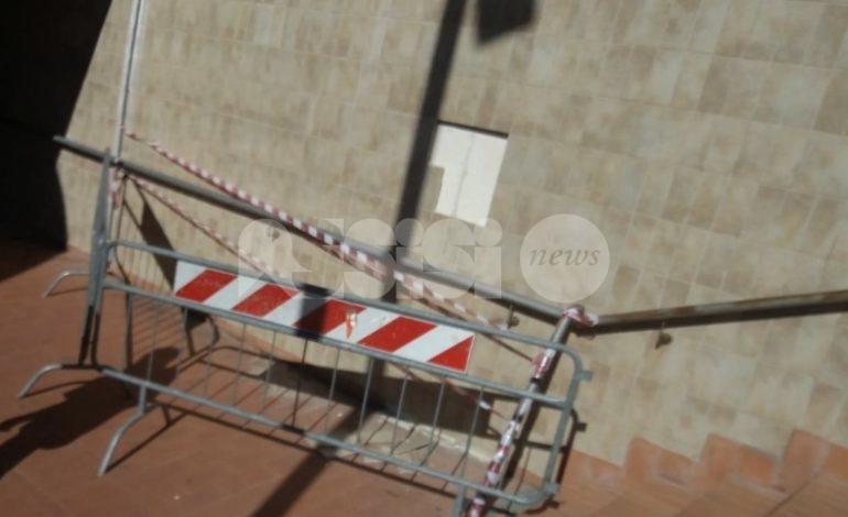 Sporcizia e degrado a Santa Maria, due casi in zona stazione (foto+video)