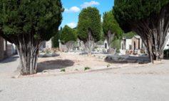 Cimitero di Assisi capoluogo, il degrado la fa da padrone: le foto