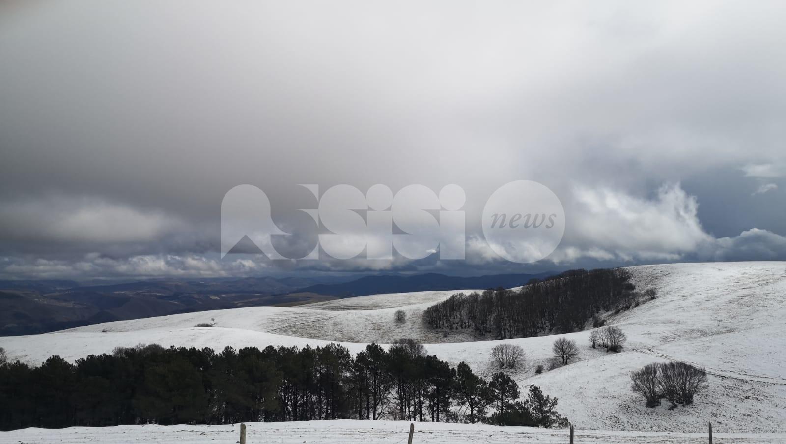 Neve sul Subasio a marzo 2020, lo spettacolo del monte ad Assisi (foto)