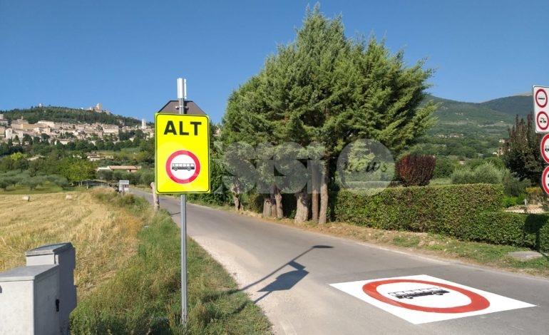Via Valecchie, nuova segnaletica anti accesso degli autobus (FOTO)