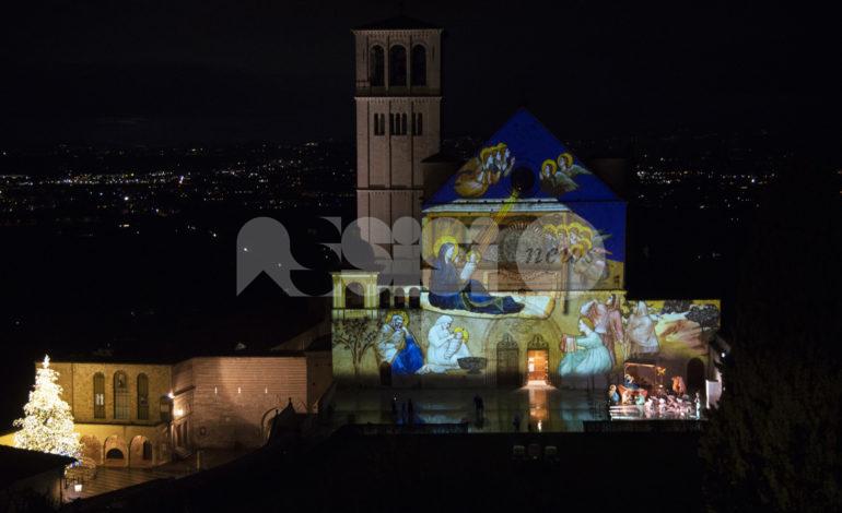 Presepe diffuso e videomapping ad Assisi, in tanti per ammirare le installazioni (foto+video)