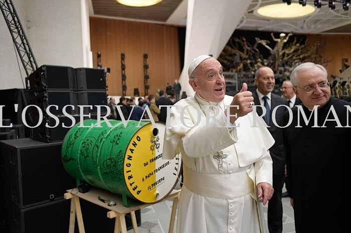 Il presepe galleggiante di Ennio Ridolfi consegnato a Papa Francesco