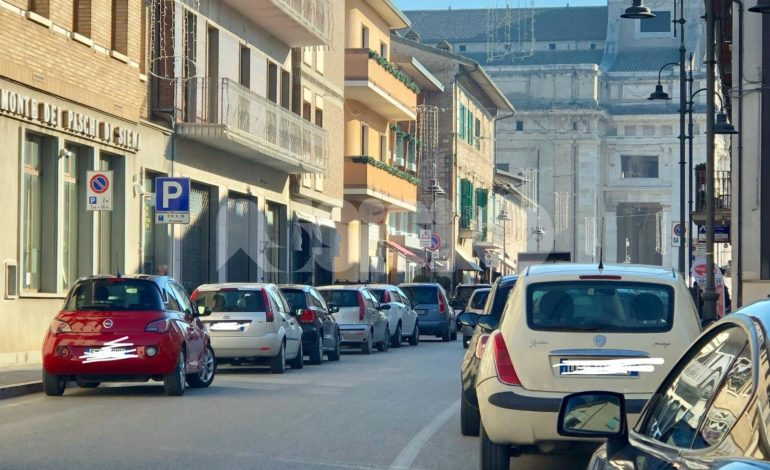 Velocità, soste selvagge e guida scorretta: le segnalazioni da Assisi e frazioni