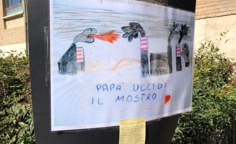 Il comitato dei residenti di via Protomartiri francescani protesta contro le fonderie (foto)
