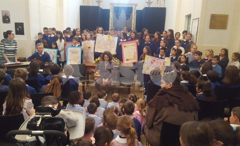 Primaria Sant'Antonio, grande emozione per la visita del vescovo (foto)