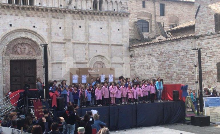 Futuro sostenibile, l'Istituto comprensivo Assisi 1 in piazza (foto)