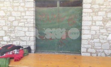 Vandali al rifugio degli Stazzi, lo sdegno di cittadini e associazioni (foto)
