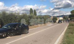Scontro tra auto in via San Francescuccio de' Mietitori, danni e un ferito