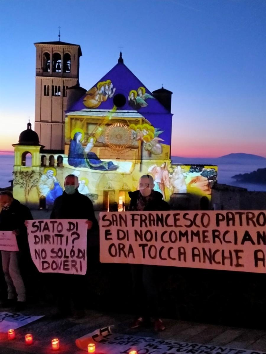 Protesta dei commercianti, ad Assisi nuovo picchetto (foto+video)