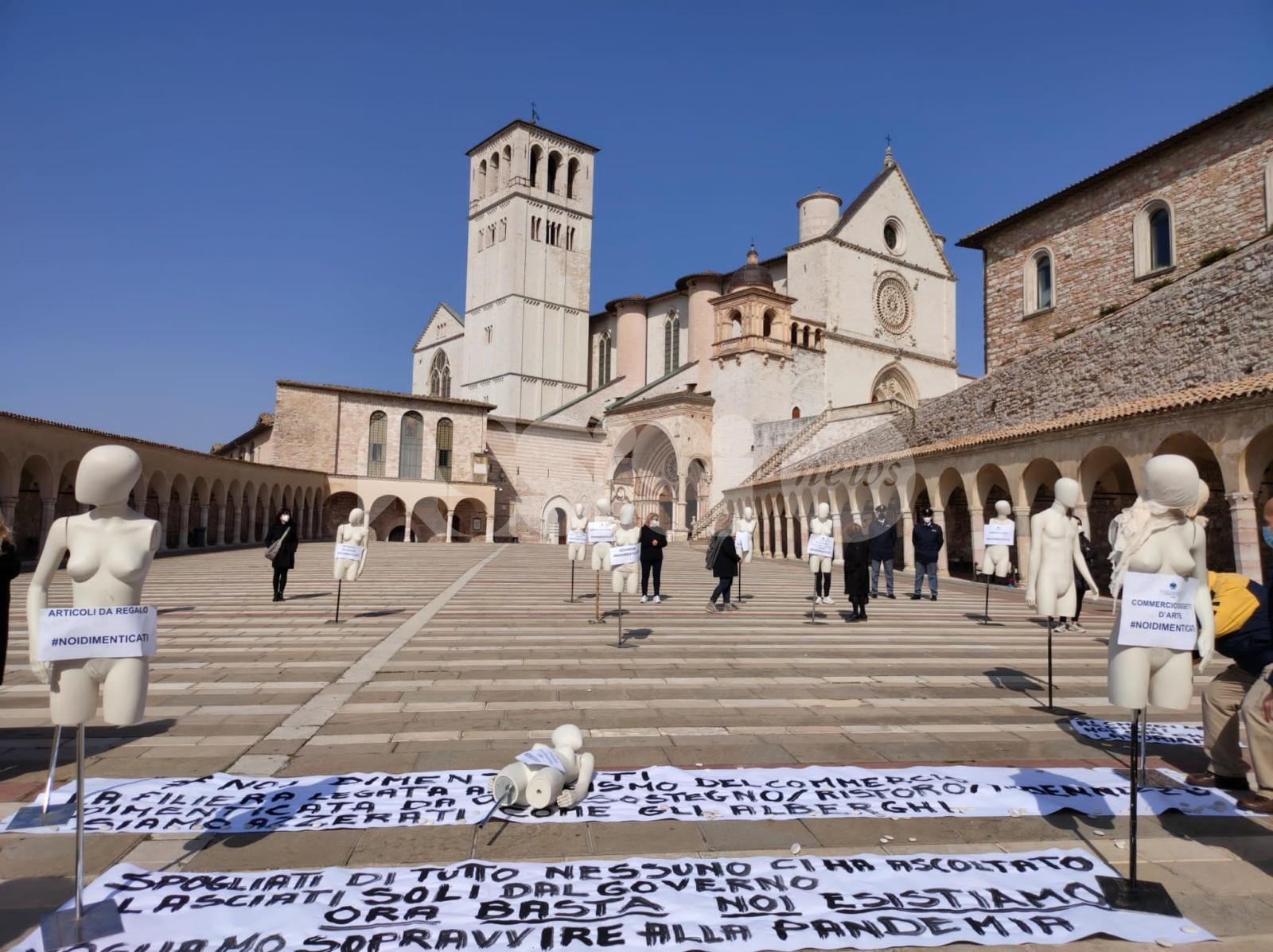 """Commercianti di Assisi, nuova protesta: """"Noi ancora dimenticati"""" (foto e video)"""