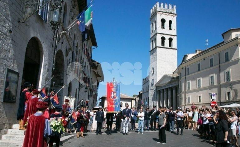 Assisi celebra la solennità di Santa Chiara 2018: l'omelia di monsignor Bartolucci