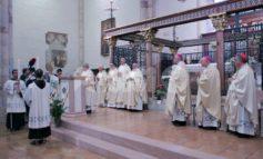 Solennità di Santa Chiara 2019, grande festa con il cardinale Becciu (foto)