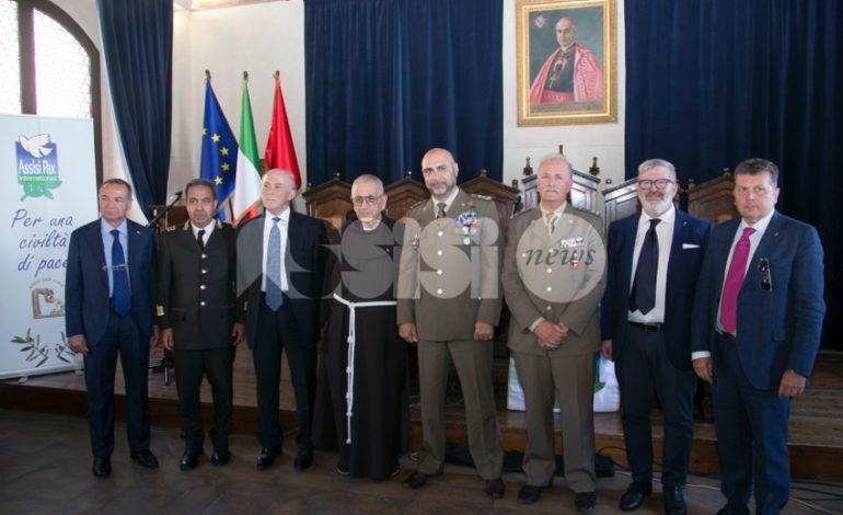 Assisi Pax International premia Vigili del Fuoco e Croce Rossa Italiana