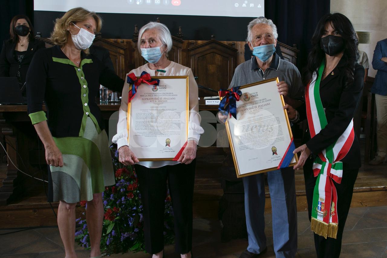 """I sopravvissuti italiani alla Shoah cittadini onorari di Assisi: """"Da oggi ancora di più la città è di noi tutti"""" (foto)"""
