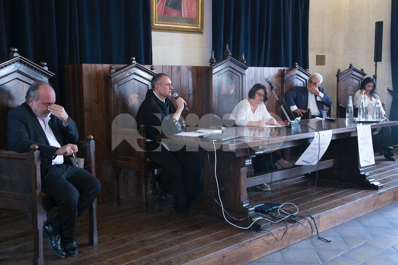 Bergoglio o barbarie, il libro di Riccardo Cristiano presentato ad Assisi (foto)