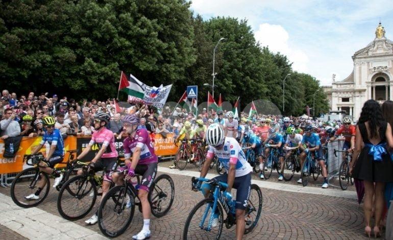 Giro d'Italia 2018, tappa ad Assisi ricordando Gino Bartali: foto+video