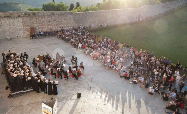 Emozioni Umbre Paesaggi Musicali 2019, straordinario successo per il concerto all'alba a San Francesco (foto+video)