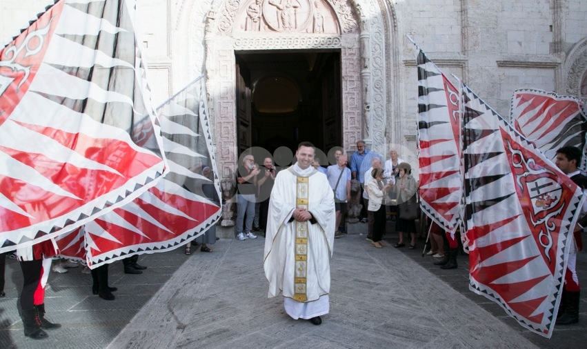 Una comunità in festa per l'ordinazione di don Niccolò Crivelli (foto)