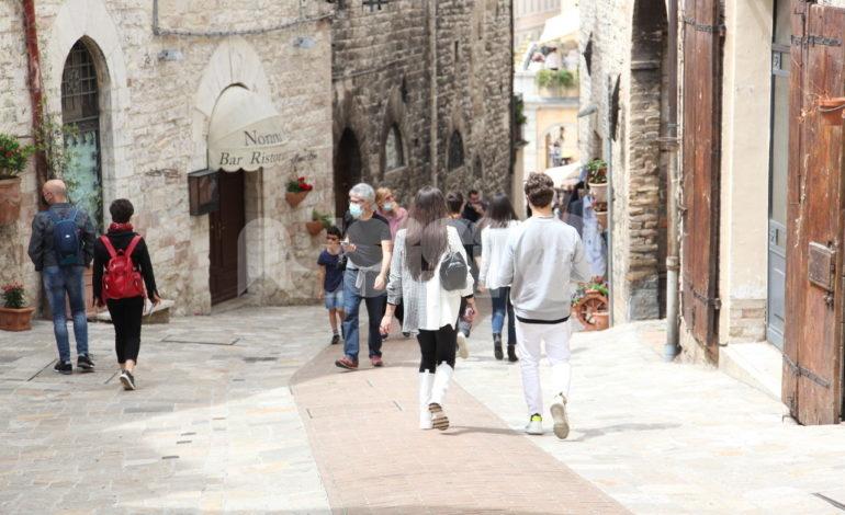 Turismo, a giugno il 'pass' italiano ed europeo; nel weekend corso Mazzini torna ristorante a cielo aperto