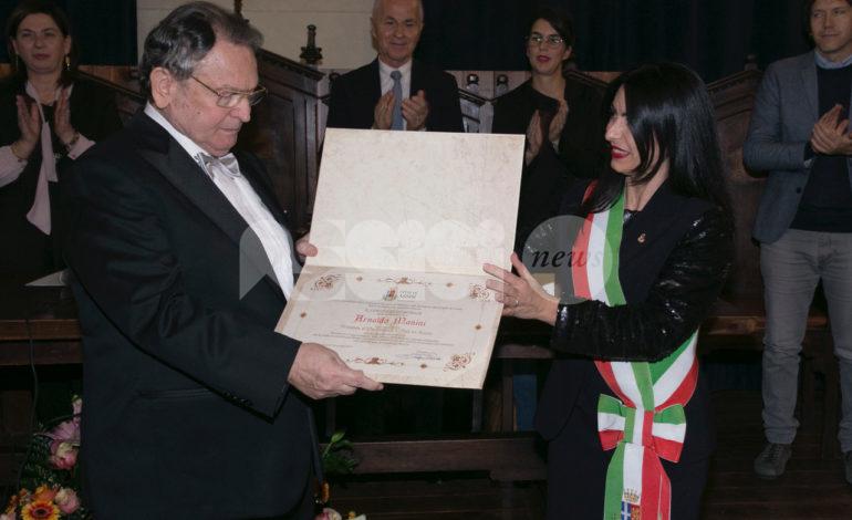 Arnaldo Manini onorato con lo Stemma d'oro della Città di Assisi (FOTO)