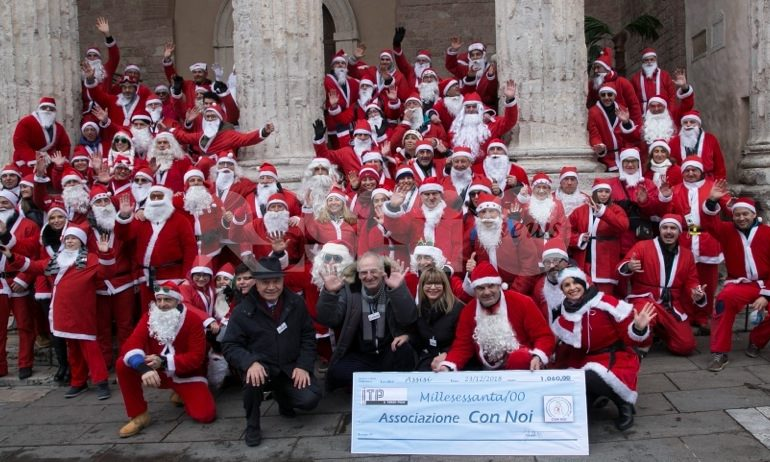 Grande festa in Piazza per La leggenda dei 100 Babbo Natale 2018: le foto