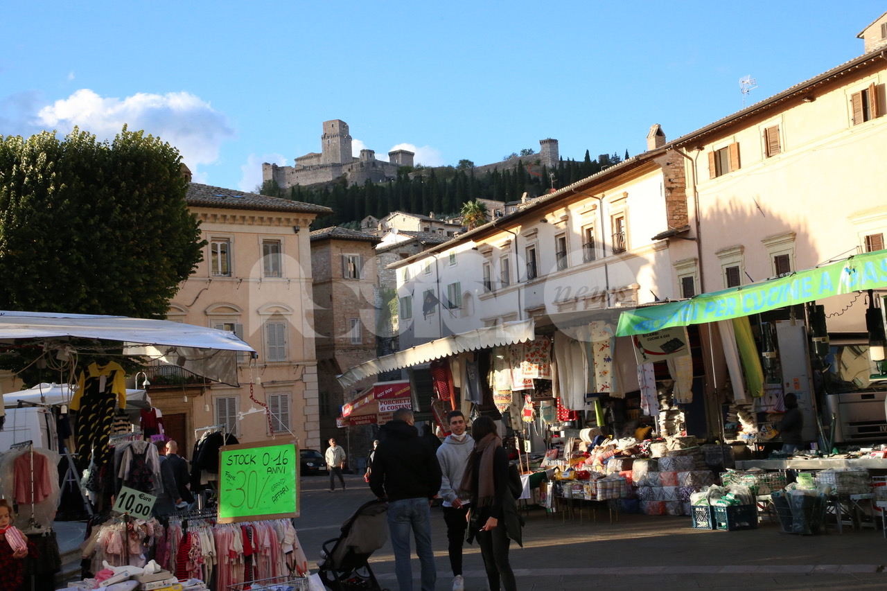 Fiera di San Francesco 2021, ad Assisi meno stand ma tante persone (foto)