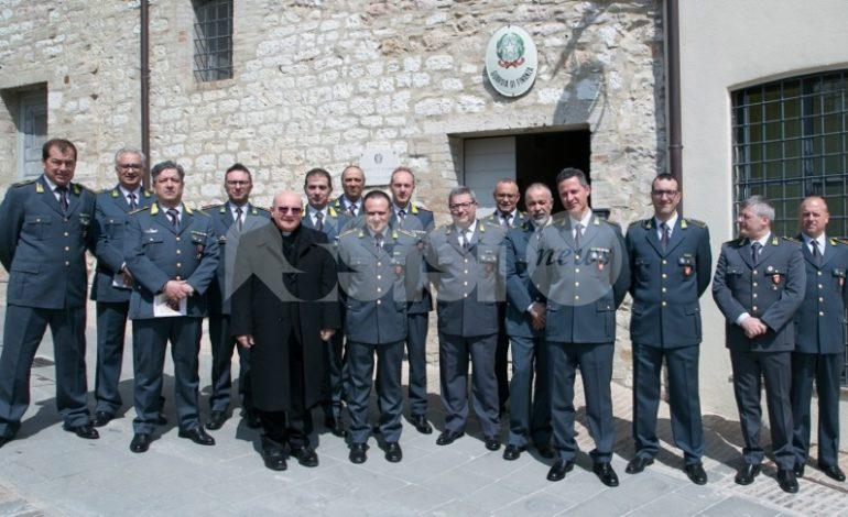 Visita pastorale 2019, mons. Sorrentino incontra Finanza e Vigili del fuoco (foto)
