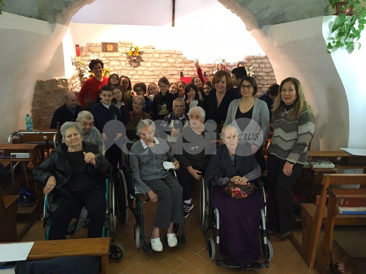 Incontro tra generazioni, la Sant'Antonio incontra gli ospiti dell'Andrea Rossi