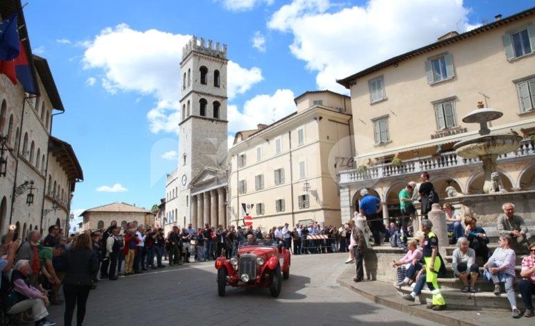 Mille Miglia 2019 ad Assisi, foto+video della carovana delle auto storiche