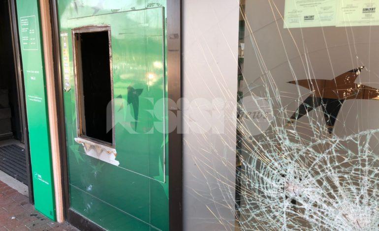 Furti e truffe, nei guai cinque persone: le indagini nate da un fallito assalto a un bancomat ad Assisi