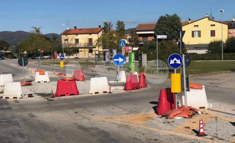 """Rotatoria di via Ermini, è """"provvisoria"""" da un anno. L'assessore Capitanucci: """"Stiamo lavorando per risolvere i problemi"""""""