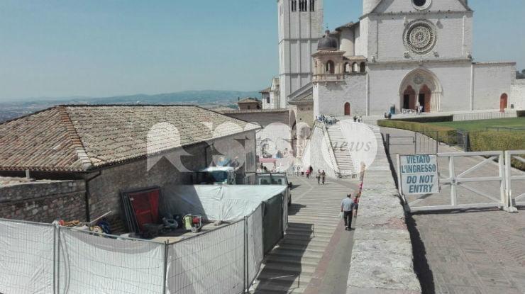 Pilomat nella piazza di San Francesco ad Assisi, partito il cantiere