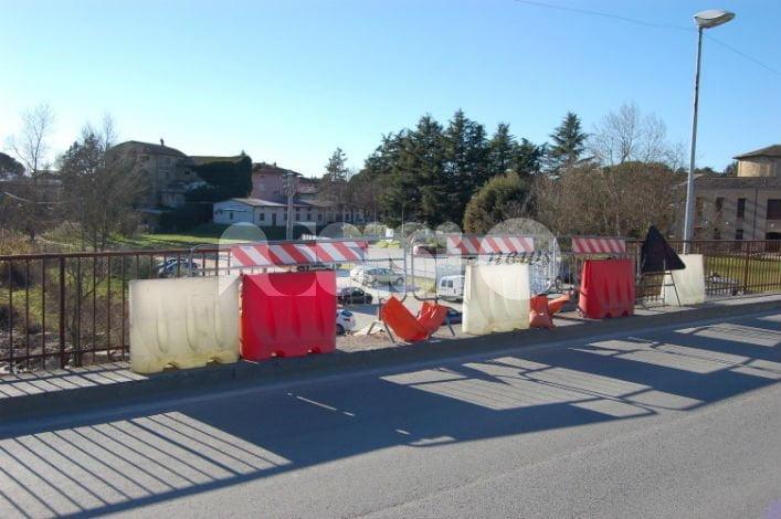 Sampietrini della piazza di Petrignano, Freddi di nuovo all'attacco